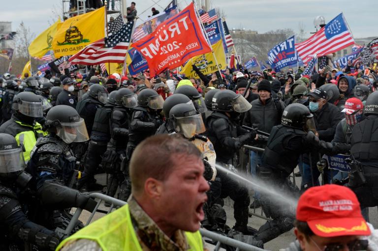 यसरी गरे ट्रम्पका समर्थकले अमेरिकी संसद भवनमा आक्रमण (फोटो फिचर)
