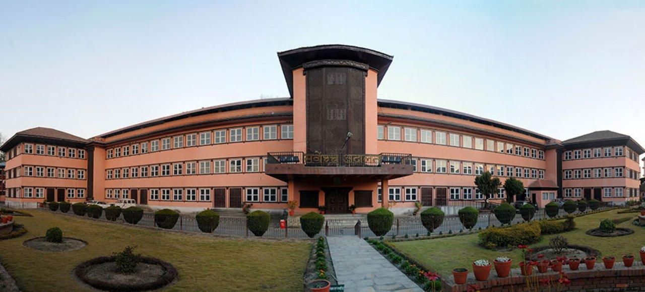 नेपालसहित १४ सांसदको मुद्दामा विपक्षीबाट सक्कल फाइल झिकाउन सर्वोच्चको आदेश